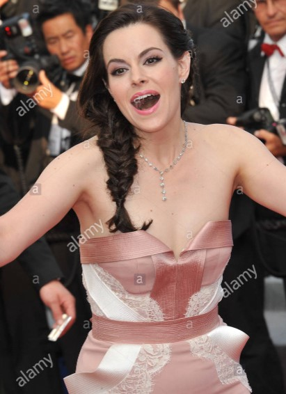 Emily Hampshire Phone number, Email Id, Instagram, Tiktok, and Contact Details