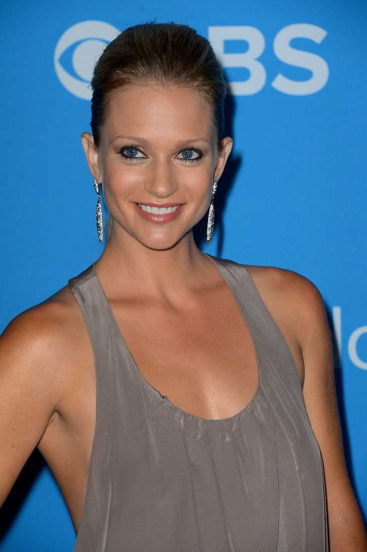 A.J. Cook Phone number, Email Id, Fanmail, Instagram, Tiktok, and Contact Details