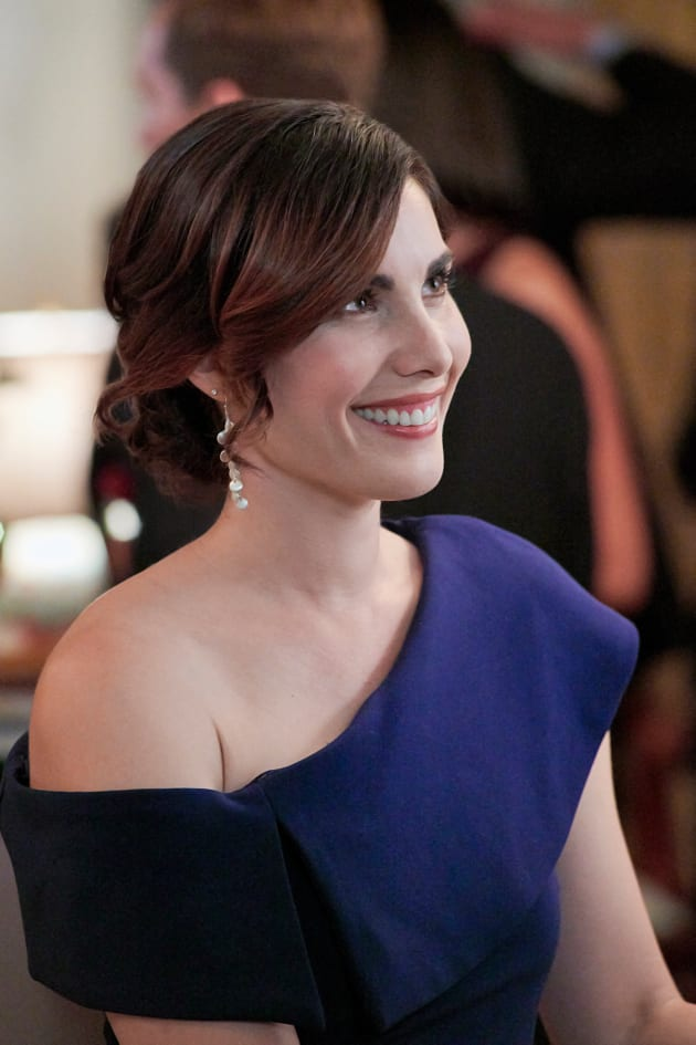Carly Pope Phone number, Email Id, Fanmail, Instagram, Tiktok, and Contact Details