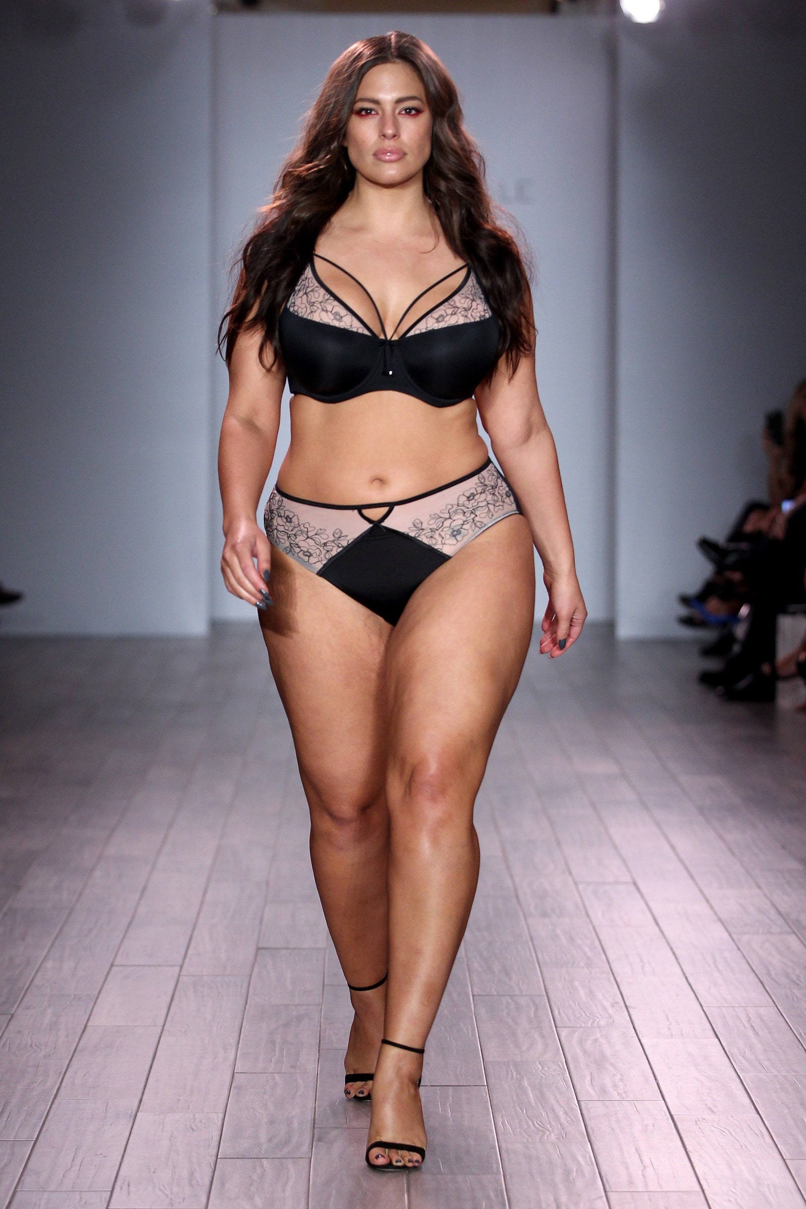 Ashley Graham Phone number, Email Id, Fanmail, Instagram, Tiktok, and Contact Details